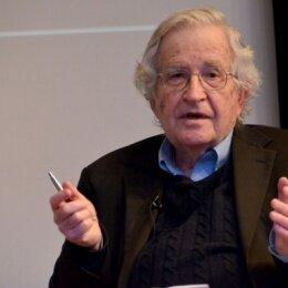 Es Estados Unidos y no Cuba quien está aislado, dice Chomsky