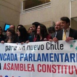 Diputado socialista pide plebiscito para redactar nueva Constitución